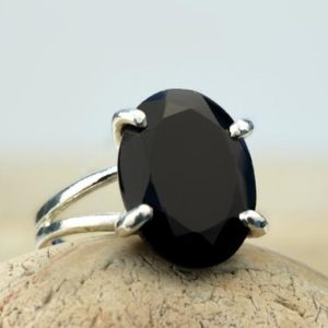 Black Onyx Ring · Sterling Silver Ring · Silver Gemstone Ring · Cocktail Ring · Black Ring · Vintage Ring · Silver And Black Ring | Natural genuine Array jewelry. Buy crystal jewelry, handmade handcrafted artisan jewelry for women.  Unique handmade gift ideas. #jewelry #beadedjewelry #beadedjewelry #gift #shopping #handmadejewelry #fashion #style #product #jewelry #affiliate #ad
