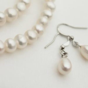 White Pearl Earrings / Wedding Jewelry / Pure White Natural Pearl / Bridal Bridesmaids / Gift for Her / June Birthstone | Natural genuine Gemstone earrings. Buy handcrafted artisan wedding jewelry.  Unique handmade bridal jewelry gift ideas. #jewelry #beadedearrings #gift #crystaljewelry #shopping #handmadejewelry #wedding #bridal #earrings #affiliate #ad