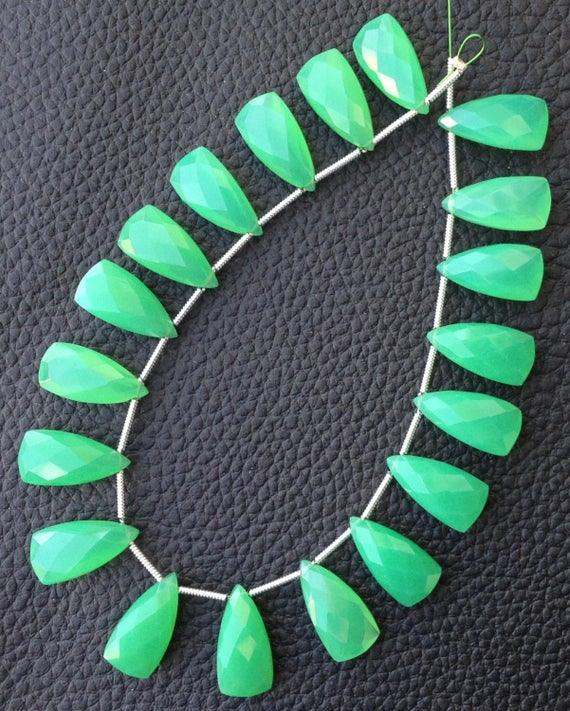 Brand New, 5 Matched Pairs,15mm Long, Chrysoprase Green Chalcedony Elongated Pyramid Briolettes,amazing Item At Low Price