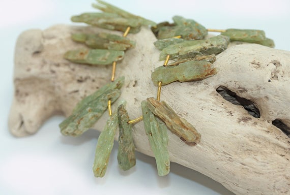 Natural Green Kyanite Shards Points Rough Beads 17 - 30 Mm  Rustic  Gemstone Irregular Cut Beads Freeform Kyanite Gemstone Beads   1 Bead