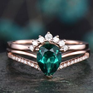 Vintage unique engagement ring 2pcs 6x8mm emerald engagement ring set 14k rose gold split shank diamond moissanite band May birthstone ring | Natural genuine Array rings, simple unique alternative gemstone engagement rings. #rings #jewelry #bridal #wedding #jewelryaccessories #engagementrings #weddingideas #affiliate #ad