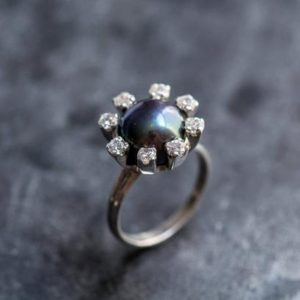 Shop Pearl Rings! Black Pearl Ring, Natural Pearl Ring, June Birthstone, Big Pearl Ring, Vintage Ring, Vintage Pearl Ring, June Ring, Solid Silver Ring, Pearl | Natural genuine Pearl rings, simple unique handcrafted gemstone rings. #rings #jewelry #shopping #gift #handmade #fashion #style #affiliate #ad