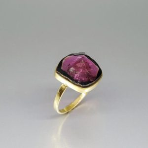 Exquisite pink Tourmaline ring set in 18K gold – gift idea – unique natural stone – solid gold – fine jewelry – Rubellite – Tourmaline pink | Natural genuine Pink Tourmaline rings, simple unique handcrafted gemstone rings. #rings #jewelry #shopping #gift #handmade #fashion #style #affiliate #ad