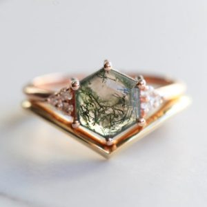 Shop Moss Agate Jewelry! Hexagon Moss Agate Ring Ring SET, Agate Engagement Set, Hexagon Moss ring with Chevron Band, Geometric Moss Agate Ring, Kite Moss Agate | Natural genuine Moss Agate jewelry. Buy handcrafted artisan wedding jewelry.  Unique handmade bridal jewelry gift ideas. #jewelry #beadedjewelry #gift #crystaljewelry #shopping #handmadejewelry #wedding #bridal #jewelry #affiliate #ad