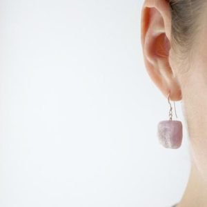 Raw Crystal Earrings Dangle . Raw Kunzite Earrings . Rough Gemstone Earrings Dangle . Unconditional Love Jewelry | Natural genuine Gemstone earrings. Buy crystal jewelry, handmade handcrafted artisan jewelry for women.  Unique handmade gift ideas. #jewelry #beadedearrings #beadedjewelry #gift #shopping #handmadejewelry #fashion #style #product #earrings #affiliate #ad
