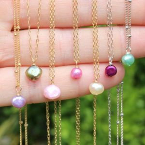 Shop Pearl Necklaces! Tiny pearl necklace – colored pearl – pink pearl – purple pearl – green pearl – beach – summer | Natural genuine Pearl necklaces. Buy crystal jewelry, handmade handcrafted artisan jewelry for women.  Unique handmade gift ideas. #jewelry #beadednecklaces #beadedjewelry #gift #shopping #handmadejewelry #fashion #style #product #necklaces #affiliate #ad