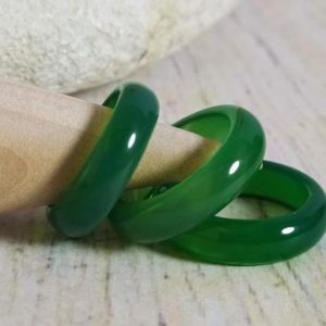Shop Agate Rings! Green Agate ring | Taurus birthstone | Natural stone ring | Green stone ring | Polished stone ring | Natural genuine Agate rings, simple unique handcrafted gemstone rings. #rings #jewelry #shopping #gift #handmade #fashion #style #affiliate #ad