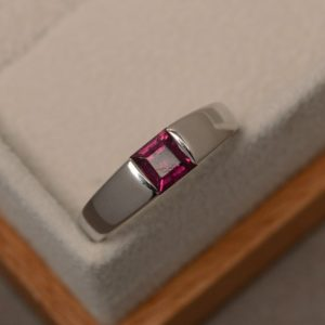 Pyrope garnet ring, solitaire ring, square cut, natural garnet ring, engagement ring | Natural genuine Array rings, simple unique alternative gemstone engagement rings. #rings #jewelry #bridal #wedding #jewelryaccessories #engagementrings #weddingideas #affiliate #ad