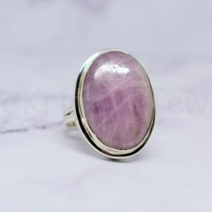 Shop Kunzite Jewelry! Pink Kunzite Stone Ring, 925 Sterling Silver Ring, Oval Gemstone Ring, Cabochon Gemstone, Beautiful Ring, Statement Ring, Split Band Ring | Natural genuine Kunzite jewelry. Buy crystal jewelry, handmade handcrafted artisan jewelry for women.  Unique handmade gift ideas. #jewelry #beadedjewelry #beadedjewelry #gift #shopping #handmadejewelry #fashion #style #product #jewelry #affiliate #ad