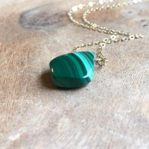 Malachite Necklace Gold or Silver –  Malachite Jewelry – Healing Crystal Green Pendant Necklace | Natural genuine Malachite pendants. Buy crystal jewelry, handmade handcrafted artisan jewelry for women.  Unique handmade gift ideas. #jewelry #beadedpendants #beadedjewelry #gift #shopping #handmadejewelry #fashion #style #product #pendants #affiliate #ad