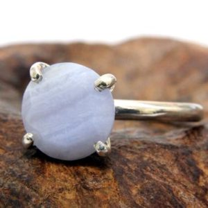 Shop Agate Rings! lace agate ring,agate stone ring,round cocktail ring,small prong setting ring,gemstone ring   Natural genuine Agate rings, simple unique handcrafted gemstone rings. #rings #jewelry #shopping #gift #handmade #fashion #style #affiliate #ad