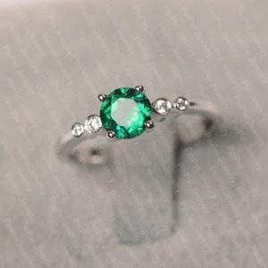 Emerald ring sterling silver engagement ring for women round cut May birthstone green stone ring | Natural genuine Array rings, simple unique alternative gemstone engagement rings. #rings #jewelry #bridal #wedding #jewelryaccessories #engagementrings #weddingideas #affiliate #ad