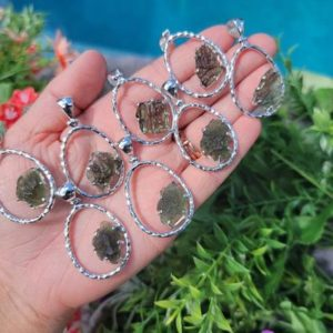 """Genuine Moldavite Antigravity Raw Necklace-from Czech Republic """"the Stone Of Transformation""""-reiki Crystal Healing-genuine-one Piece-lot 12 