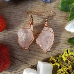 Rose quartz earrings, raw natural rough rose quartz crystals, pink quartz earrings, large chunky earrings, pure copper wire wrapped earrings | Natural genuine Array earrings. Buy crystal jewelry, handmade handcrafted artisan jewelry for women.  Unique handmade gift ideas. #jewelry #beadedearrings #beadedjewelry #gift #shopping #handmadejewelry #fashion #style #product #earrings #affiliate #ad