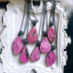 Pink Cobalto Calcite necklace | Natural genuine Calcite necklaces. Buy crystal jewelry, handmade handcrafted artisan jewelry for women.  Unique handmade gift ideas. #jewelry #beadednecklaces #beadedjewelry #gift #shopping #handmadejewelry #fashion #style #product #necklaces #affiliate #ad