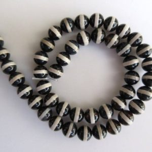 Shop Onyx Round Beads! Banded Black Onyx Large Hole Gemstone Beads, 8mm Banded Black Onyx Smooth Round Beads, Drill Size 1mm, 15 Inch Strand, Gds546 | Natural genuine round Onyx beads for beading and jewelry making.  #jewelry #beads #beadedjewelry #diyjewelry #jewelrymaking #beadstore #beading #affiliate #ad
