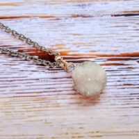 Agate Necklace, minimalist Necklace, Sister Gift For Her, Healing Necklace, Simple Necklace, Bridesmaid Gift, Healing Crystals | Natural genuine Gemstone jewelry. Buy crystal jewelry, handmade handcrafted artisan jewelry for women.  Unique handmade gift ideas. #jewelry #beadedjewelry #beadedjewelry #gift #shopping #handmadejewelry #fashion #style #product #jewelry #affiliate #ad