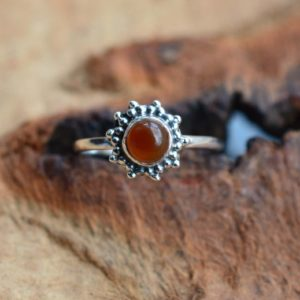 Red Carnelian 925 Sterling Silver Gemstone Jewelry, Round Shape Flower Ring | Natural genuine Gemstone jewelry. Buy crystal jewelry, handmade handcrafted artisan jewelry for women.  Unique handmade gift ideas. #jewelry #beadedjewelry #beadedjewelry #gift #shopping #handmadejewelry #fashion #style #product #jewelry #affiliate #ad