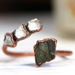Moldavite Ring – Geekery Gift – Open Ring – Twist Ring – Natural Green Crystal – Tektite Jewelry | Natural genuine Moldavite rings, simple unique handcrafted gemstone rings. #rings #jewelry #shopping #gift #handmade #fashion #style #affiliate #ad