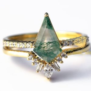 Moss Agate Ring Set – 14k Gold – Kite Engagement Ring – Moss Engagement Ring – Green Gemstone – Gift For Her   Natural genuine Gemstone rings, simple unique alternative gemstone engagement rings. #rings #jewelry #bridal #wedding #jewelryaccessories #engagementrings #weddingideas #affiliate #ad