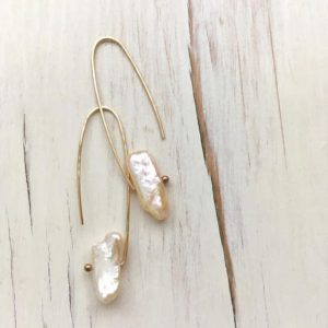 Shop Pearl Jewelry! Pearl Earrings Fresh Water Pearl Earrings Pearl Hoop June Birthstone Gemstone Jewelry | Natural genuine Pearl jewelry. Buy crystal jewelry, handmade handcrafted artisan jewelry for women.  Unique handmade gift ideas. #jewelry #beadedjewelry #beadedjewelry #gift #shopping #handmadejewelry #fashion #style #product #jewelry #affiliate #ad