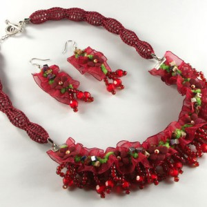 Warm Red Knitted Bead Necklace Jewelry Idea