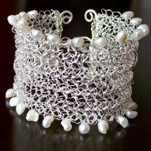 Crocheted Wire and Pearl Bracelet Jewelry Idea