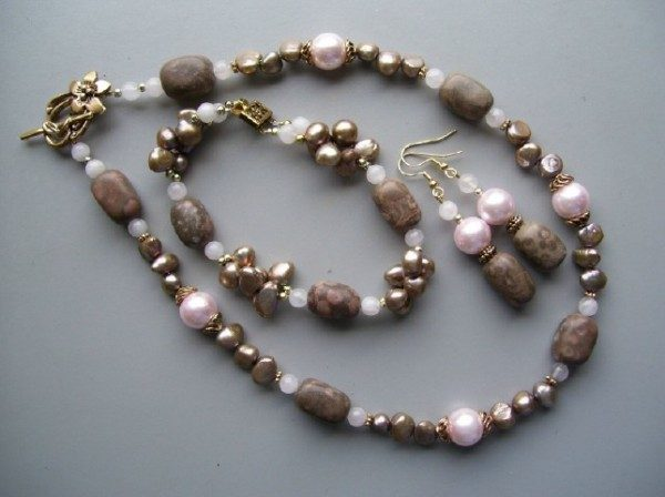 Pink Champagne Necklace Set Project