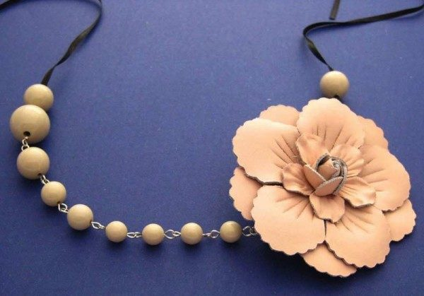 Simone Vintage Pink Leather Rose With Coffee Beads Project