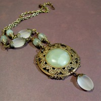 Neo-victorian Serpentine And Frosted Glass Necklace Project