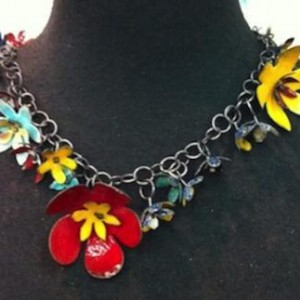 Enameled Modern Leis Jewelry Idea