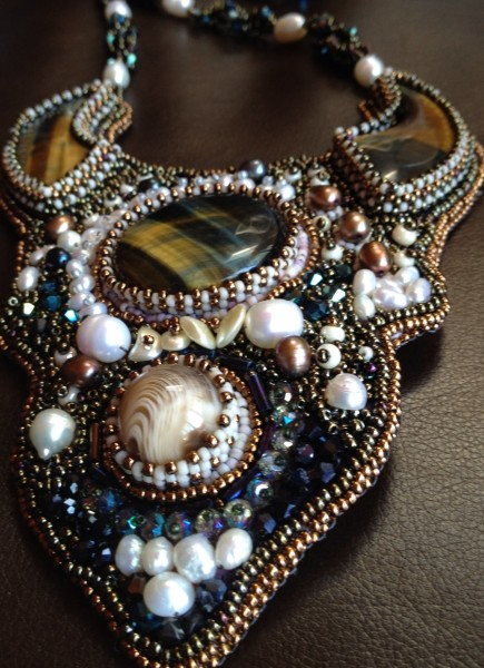 Grand-plaque  Embroidered Necklace Project